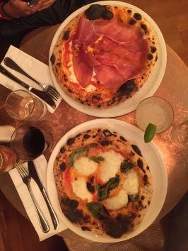 Real nepolitana pizza crust.
